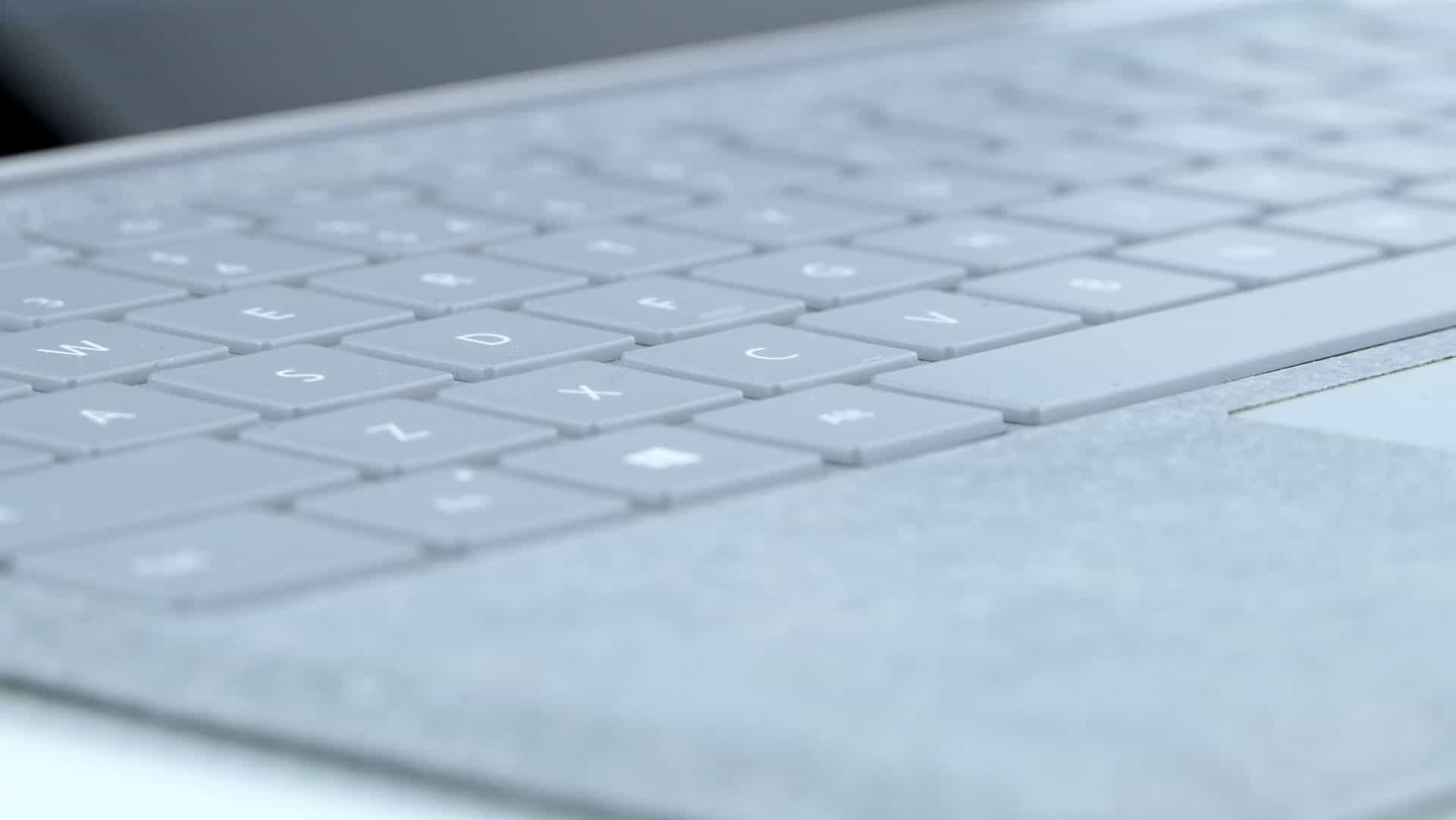 Microsoft Surface Pro - klawiatura pokryta alcantarą