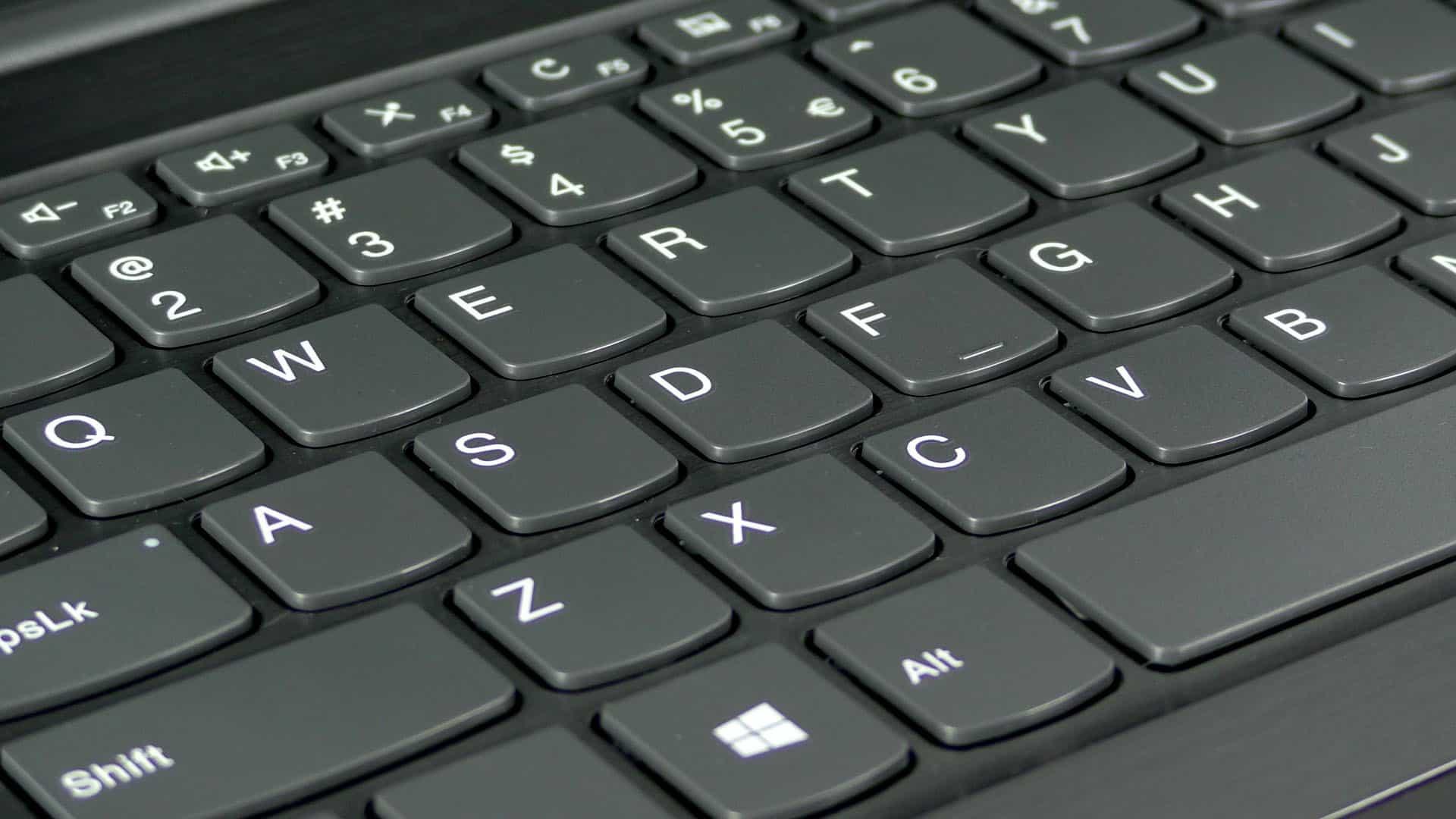 Lenovo Essential V330-15 - wyspowa klawiatura