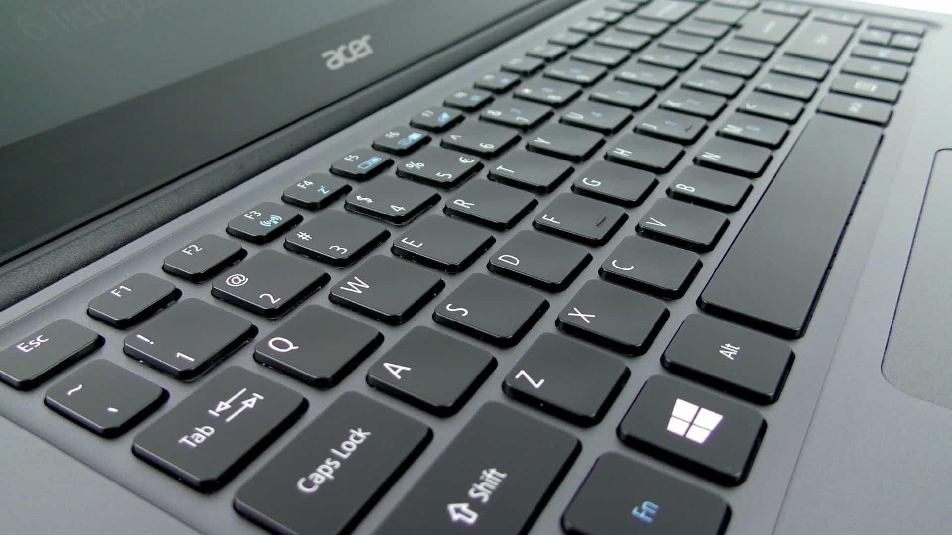 Acer TravelMate X349 - wyspowa klawiatura