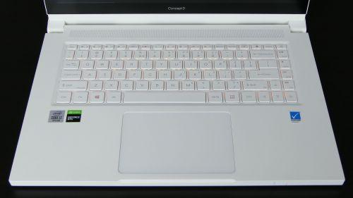 Acer ConceptD 3 Ezel (15) - pulpit