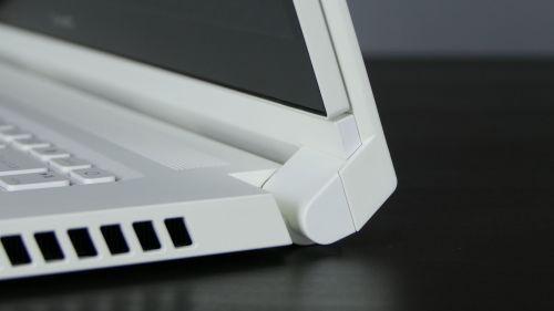 Acer ConceptD 3 Ezel (15) - jeden zzawiasów