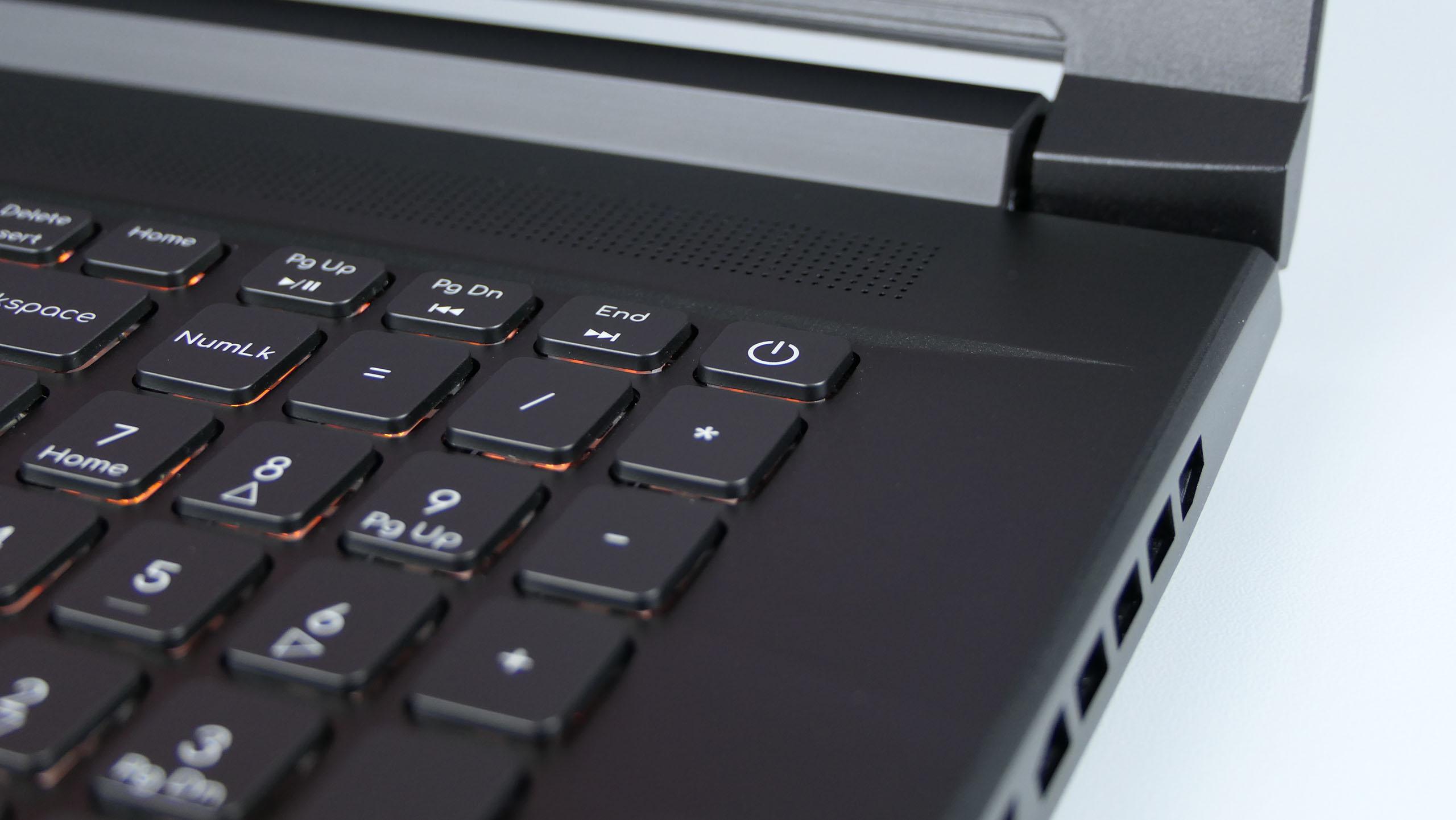 Acer ConceptD 5 Pro - blok numeryczny iklawisz zasilania