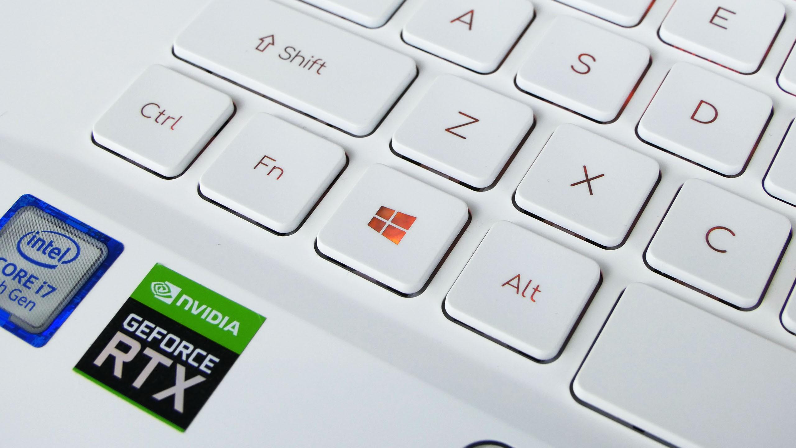 Acer ConceptD 7 - klawiatura zbursztynowym podświetleniem