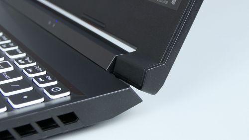 Acer Nitro 5 2020 - przycisk zasilania ijeden zzawiasów