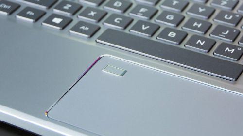 Acer Predator Triton 300 SE - touchpad zczytnikiem linii papilarnych