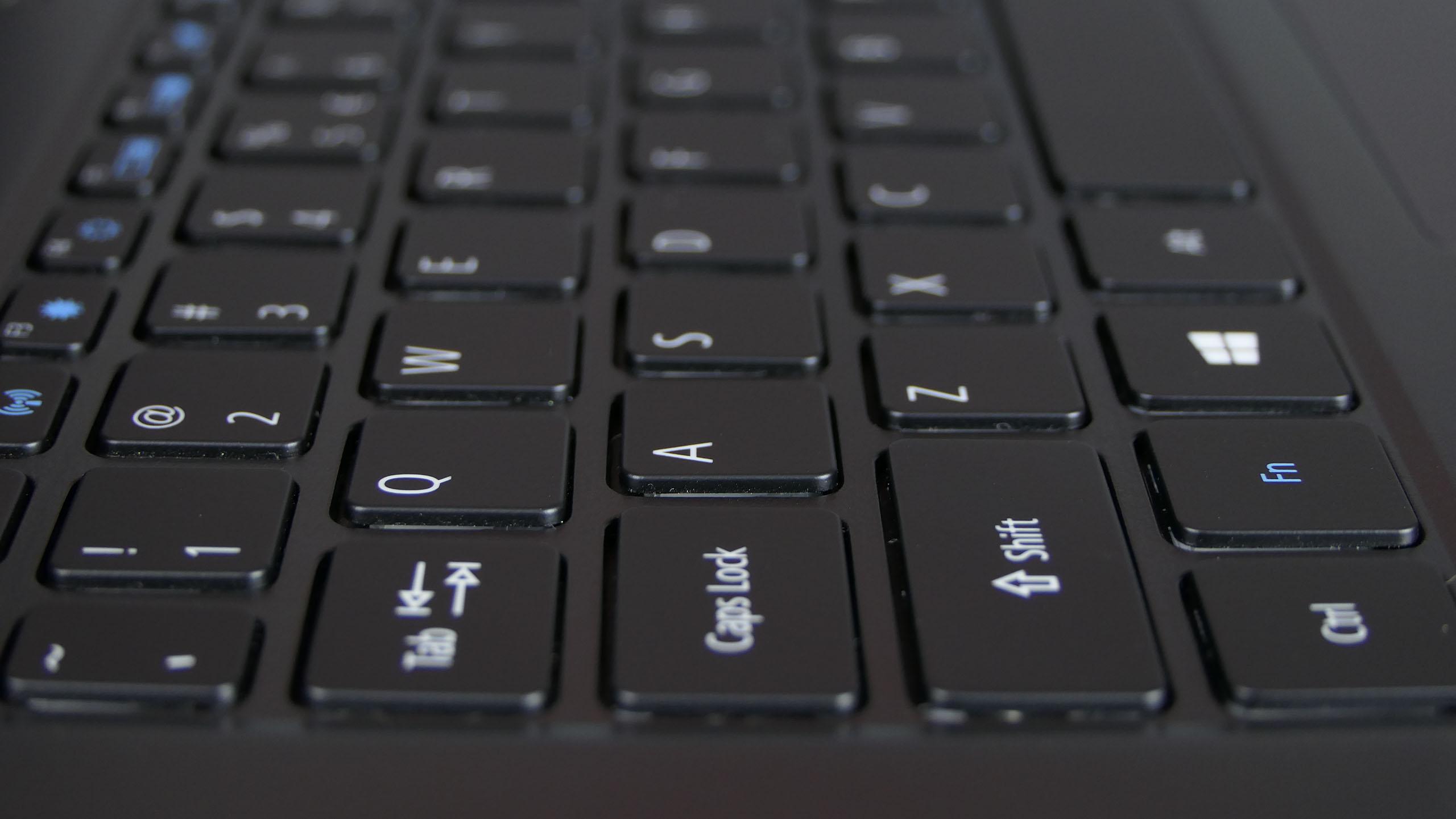 Acer TravelMate P614 - wyspowa klawiatura