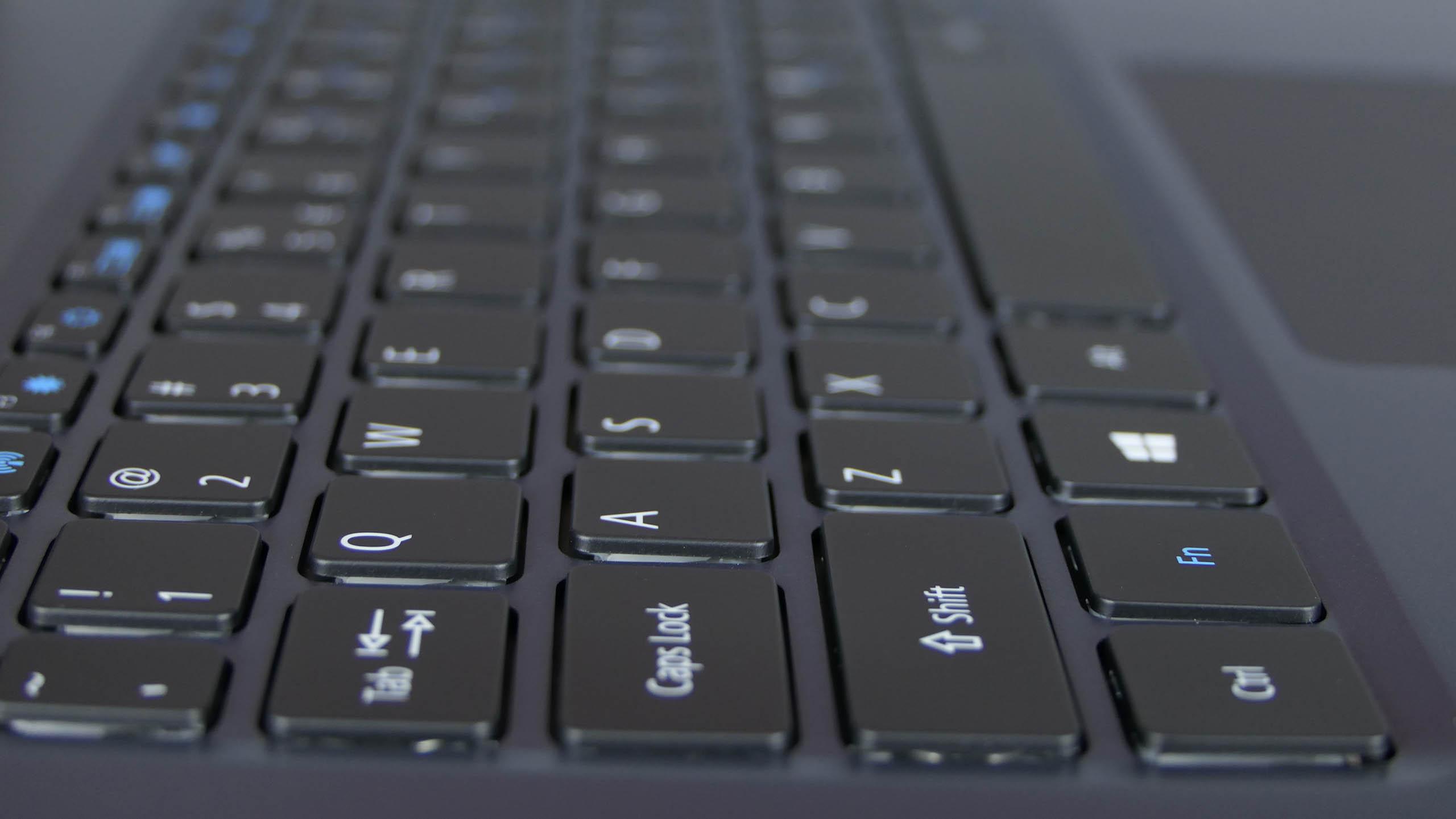 Acer TravelMate X5 TMX514 - wyspowa klawiatura