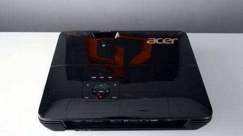 Acer V6820i