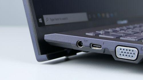 Asus ExpertBook B1400C iB1500C - Thunderbolt 4 obok VGA - nowoczesność spotyka się zwyposażeniem, któregojuż prawie się wlaptopach niespotyka