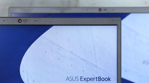Laptopy posiadają także taką samą kamerkę HD zmechaniczną zasłoną