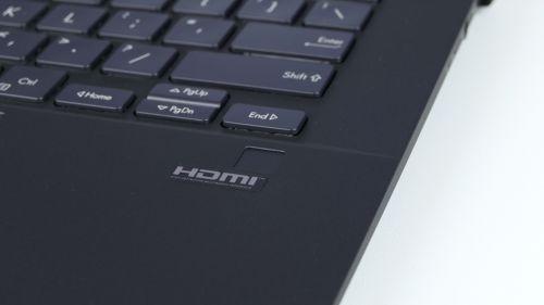 Asus ExpertBook B9450F - czytnik linii papilarnych