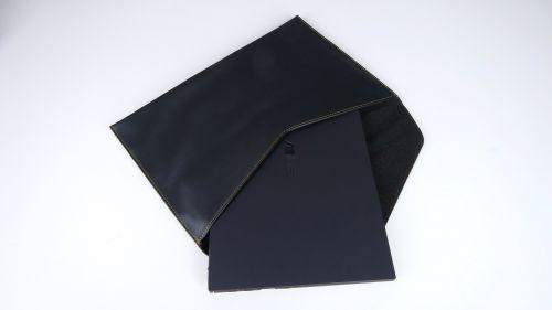 Asus ExpertBook B9450F - dołączone dozestawu etui zekoskóry