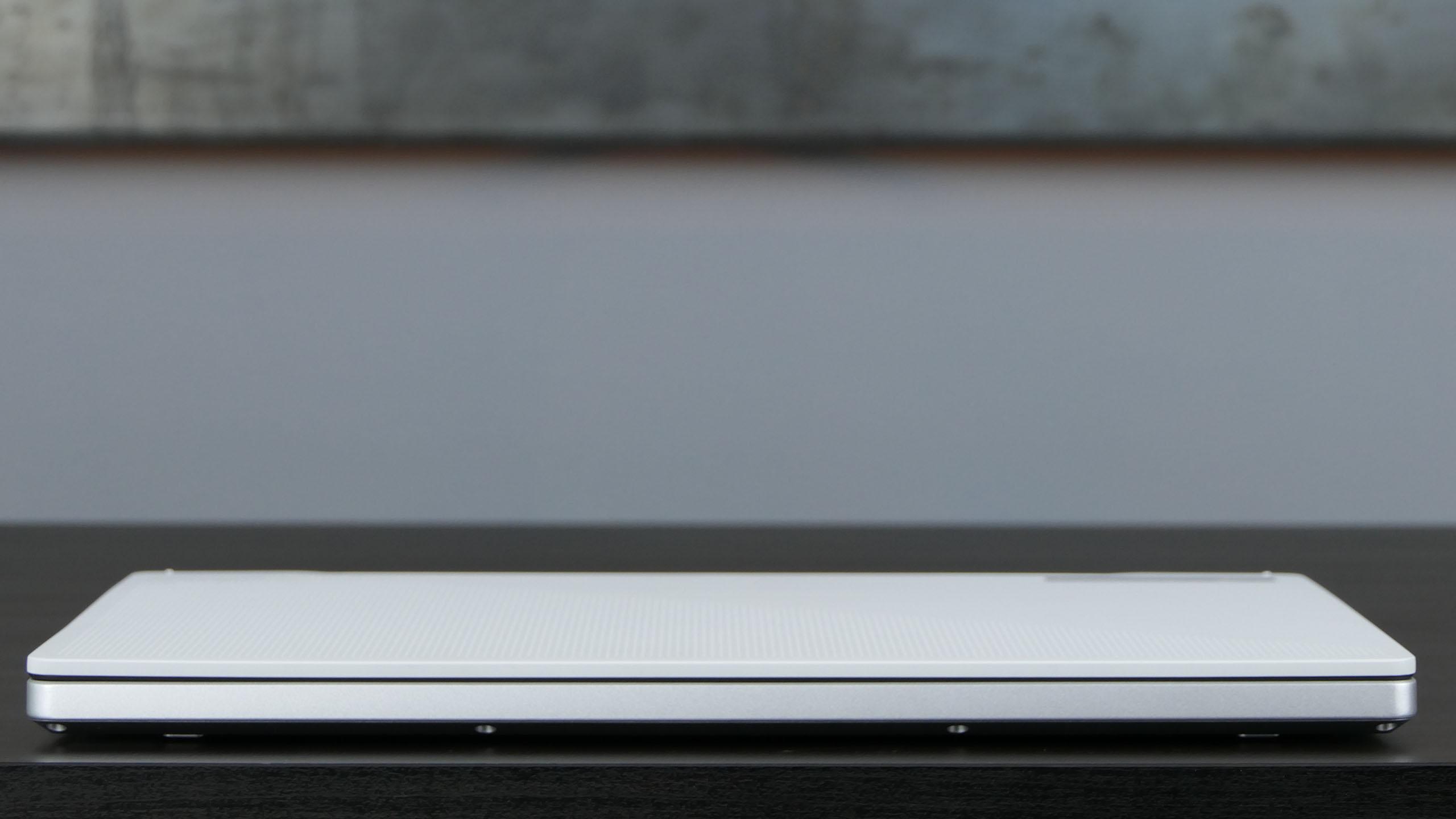 Asus ROG Zephyrus G14 - front notebooka