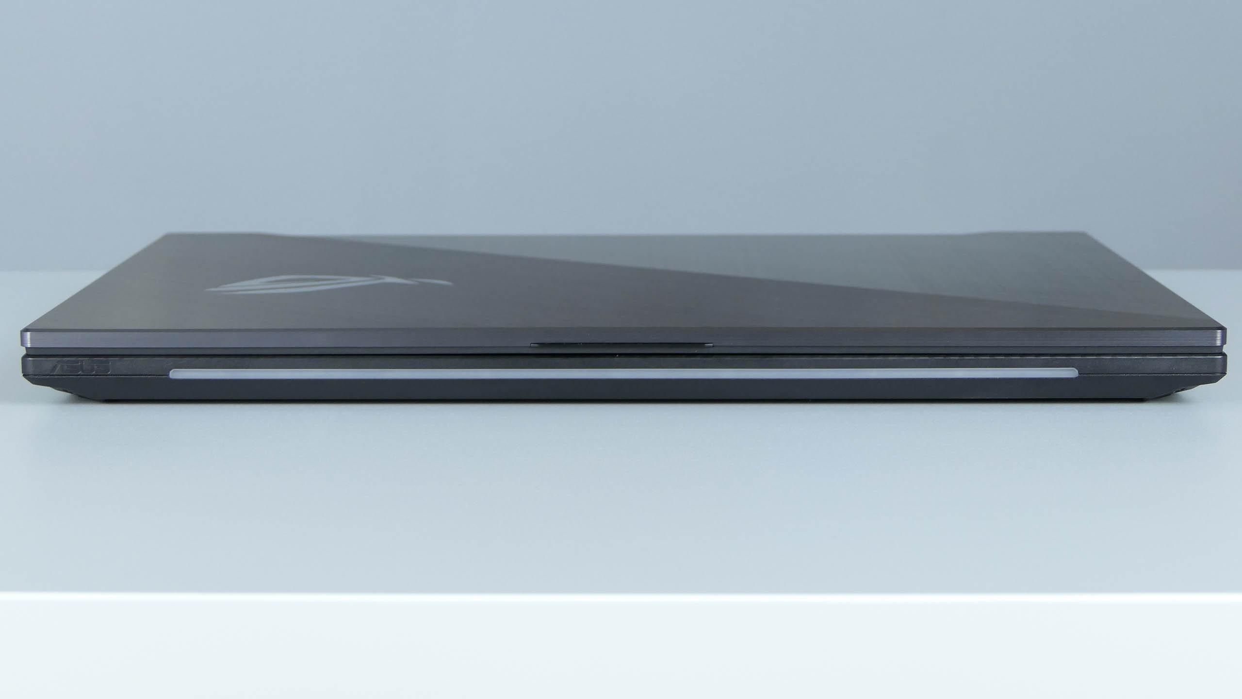 Asus ROG Strix Scar II GL704 - front notebooka