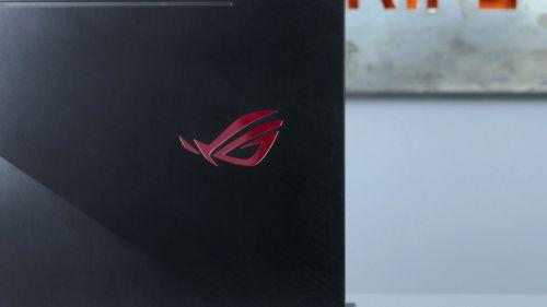 Asus ROG Zephyrus M (GM501) - podświetlane logo na klapie