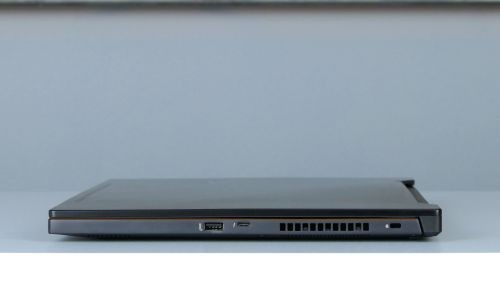Asus ROG Zephyrus M (GM501) - porty na boku prawym