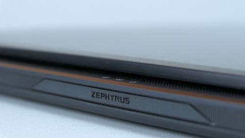 Asus ROG Zephyrus M (GM501) - tylna krawędź obudowy