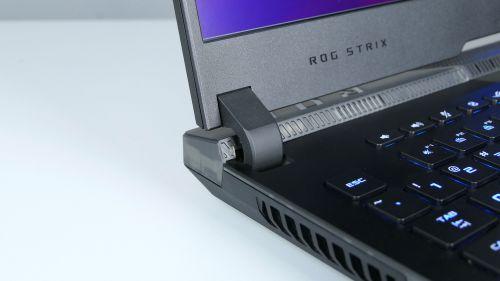 Asus ROG Strix SCAR 17 G733 - nietypowa konstrukcja zawiasu