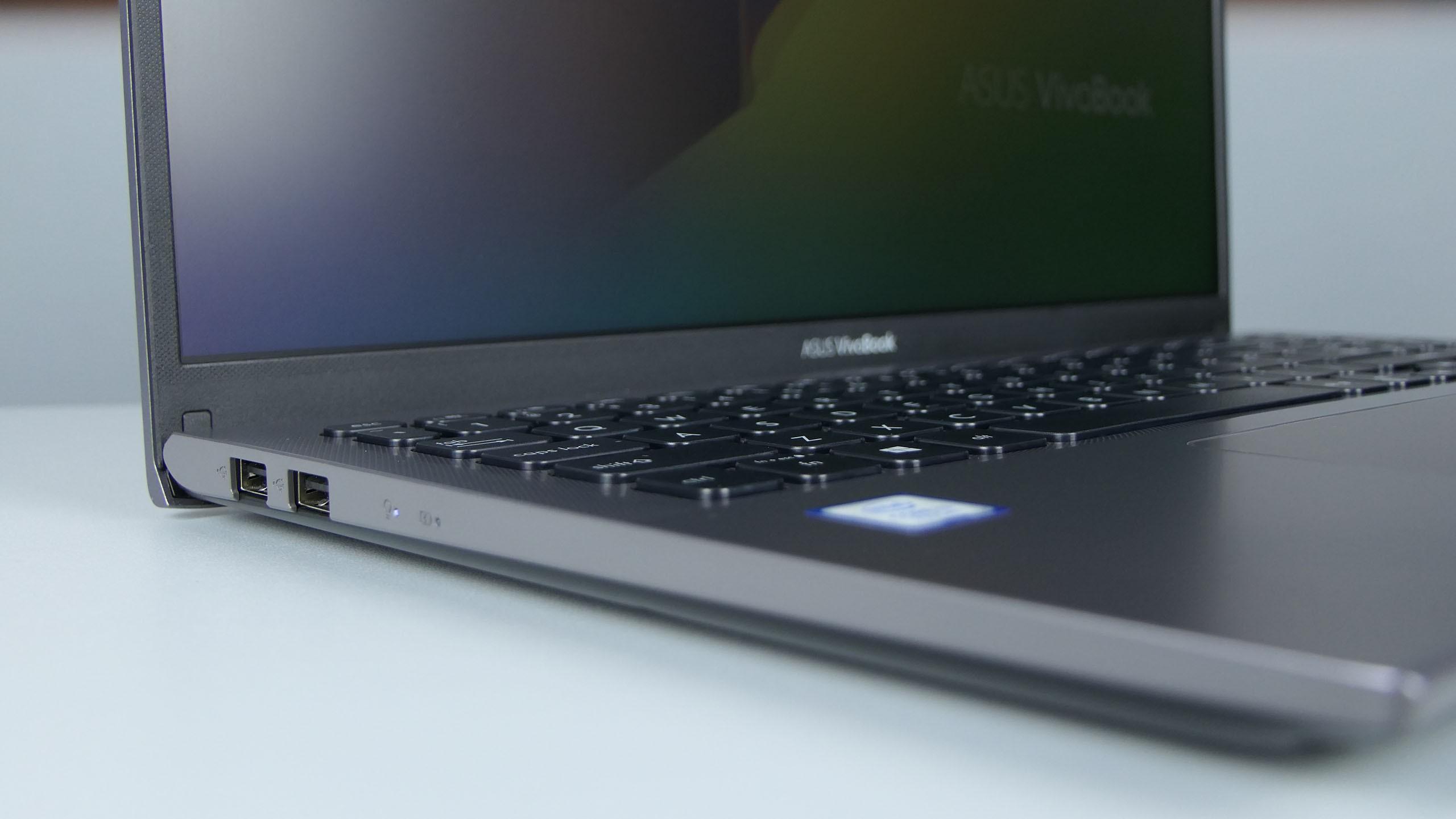 Asus VivoBook 15 X512UA / R564U - dwa USB 2.0