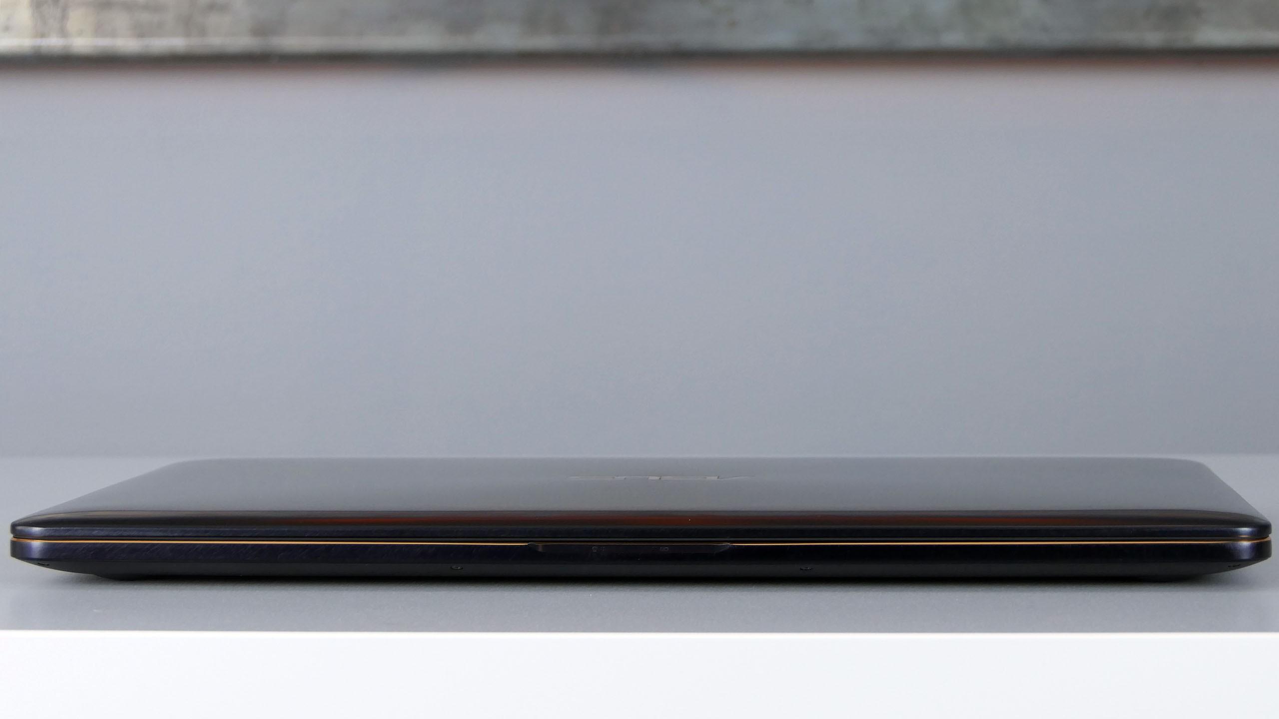 Asus ZenBook Pro 15 - przód notebooka