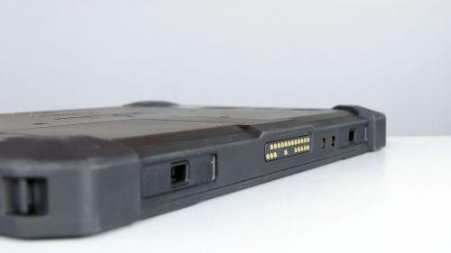 Dell Latitude 7212 - złącze dokowania na spodzie