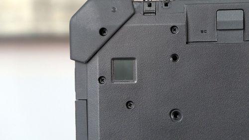 "Dell Latitude 7212 - czytnik linii papilarnych na ""pleckach"" tabletu"