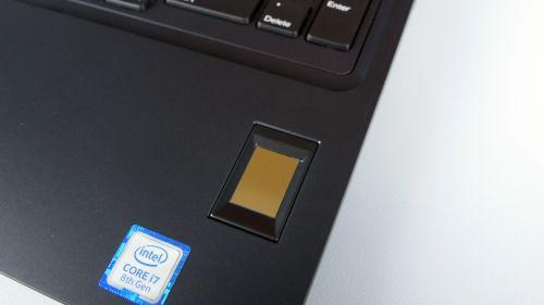 Dell Precision 3530 - czytnik linii papilarnych