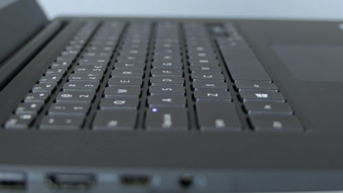 Dell Precision 15 5530 - wyspowa klawiatura
