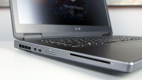 Dell Precision 17 7730 - bok lewy: dwa porty Thunderbolt 3, czytnik kart pamięci, czytnik Smart Card