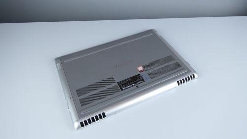 Dell Vostro 7580 - spód komputera