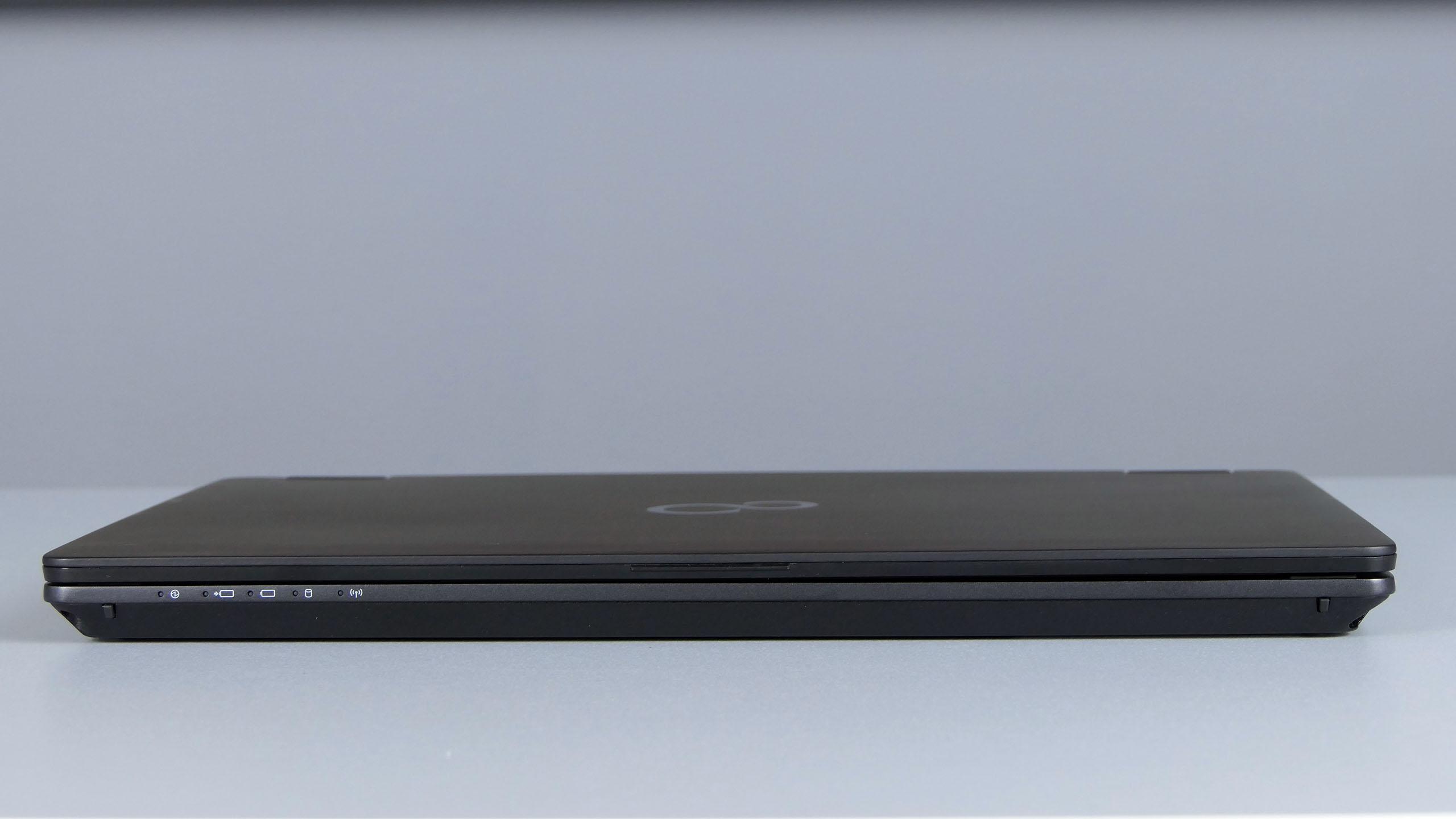 Fujitsu LifeBook P728 - przód notebooka