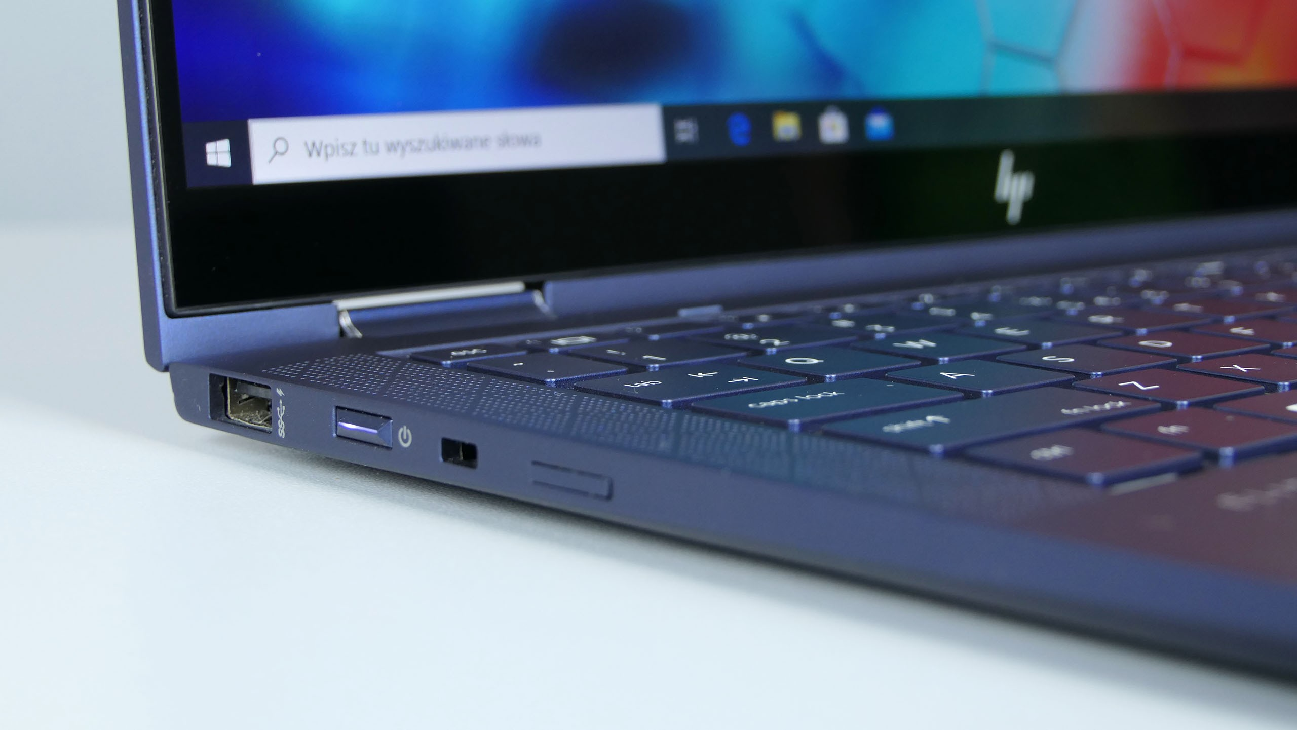 HP EliteBook Dragonfly - porty na lewym boku: USB 3.0