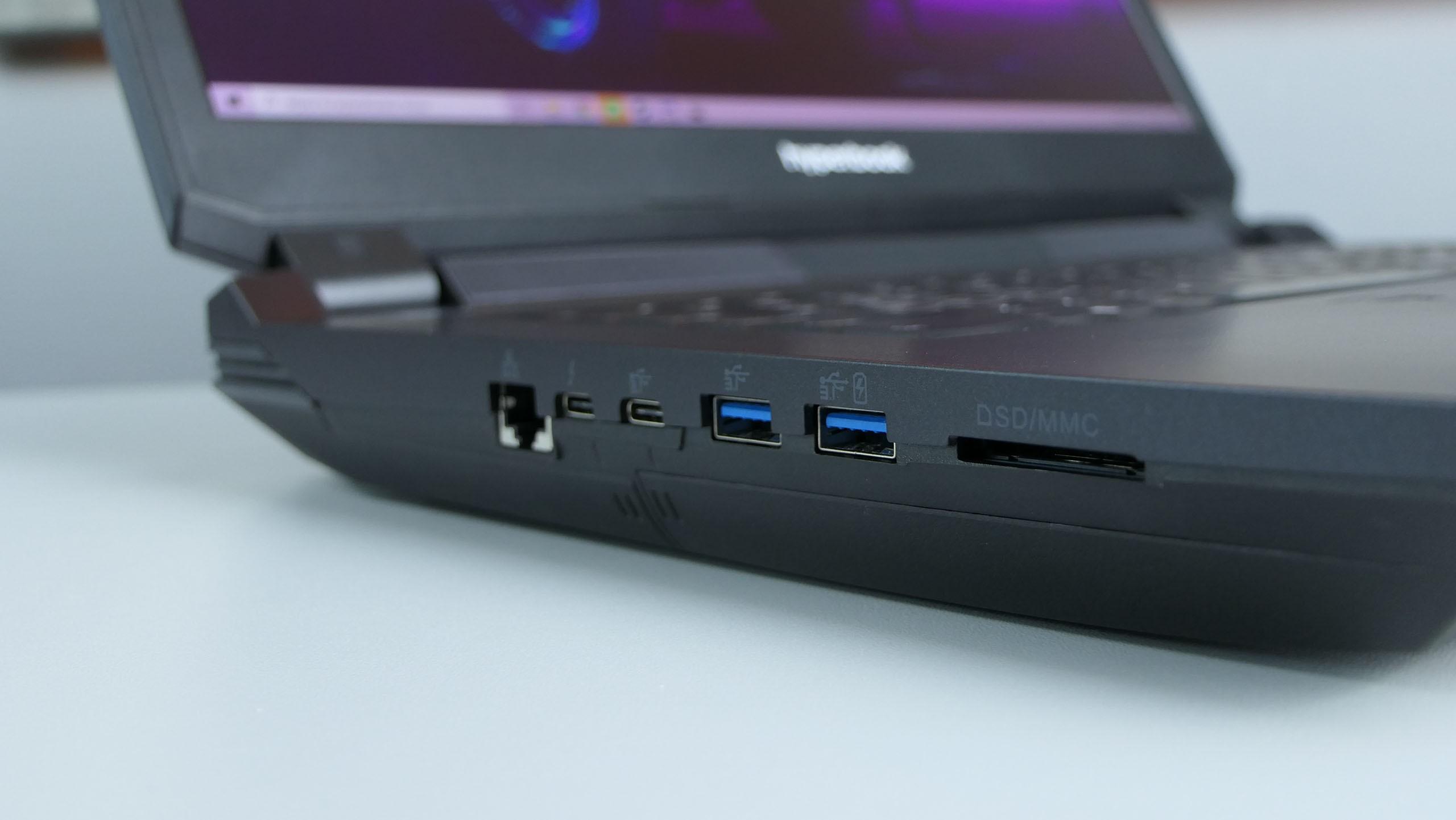 Hyperbook X77 - LAN, USB 3.1 typu C, Thunderbolt 3, dwa USB 3.0, czytnik kart pamięci