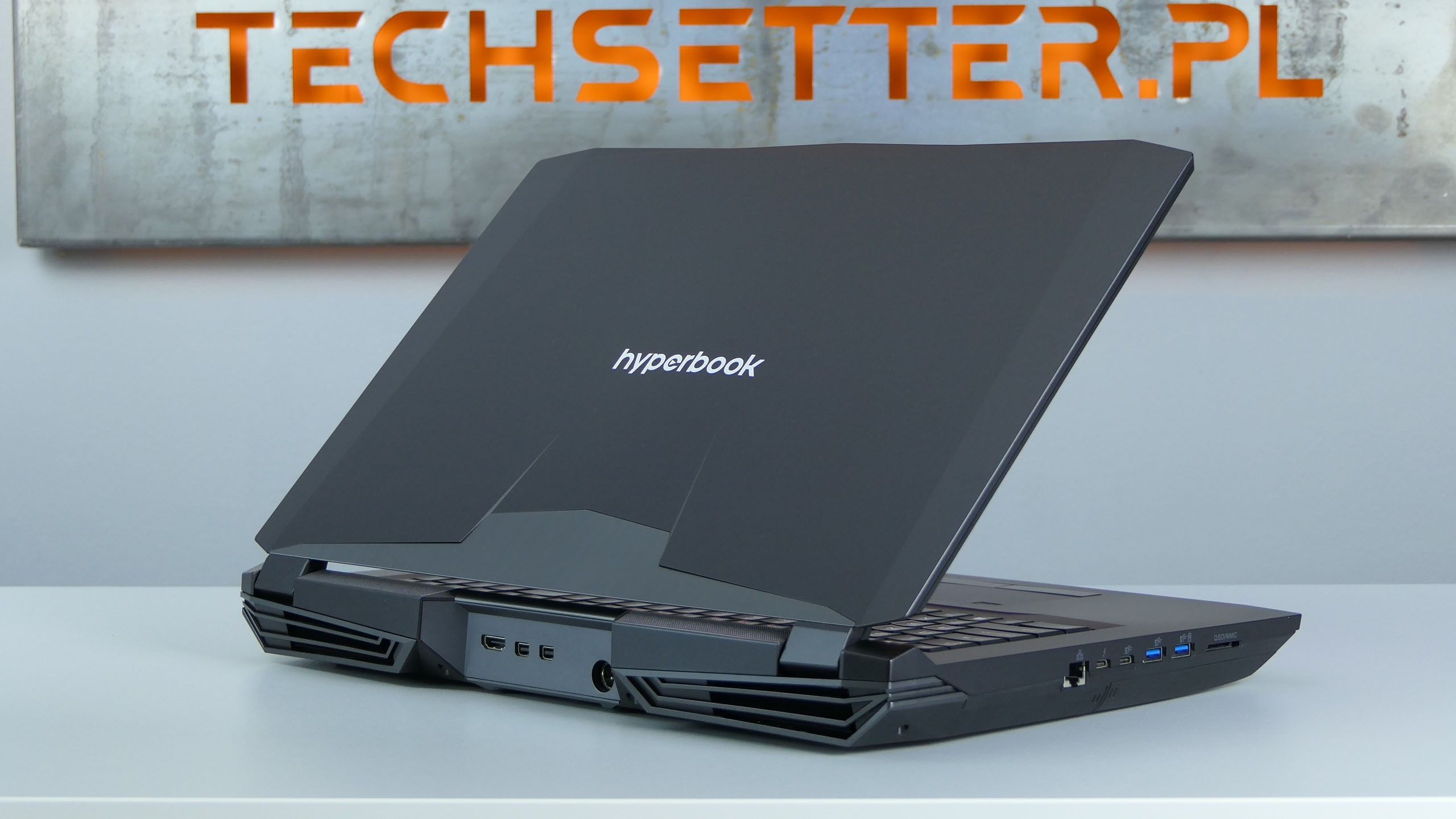 Hyperbook X77