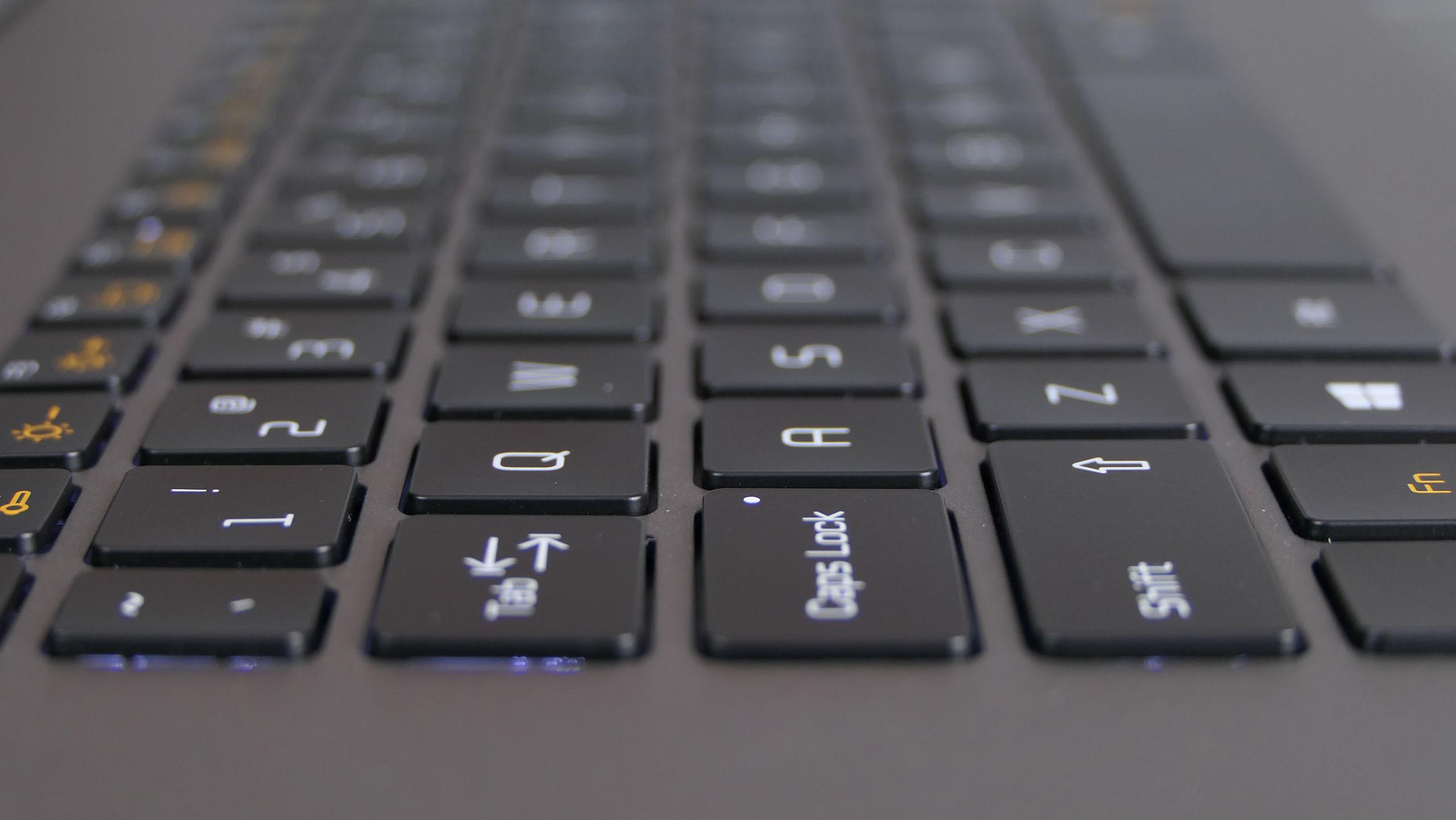 LG Gram 17 17Z990-V - wyspowa klawiatura