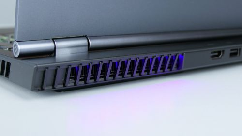 Lenovo Legion 7 15 - podświetlana dysza układu chłodzenia