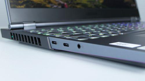 Lenovo Legion 7 15 - prawej strony dwa USB-C, jedno zThunderbolt 3