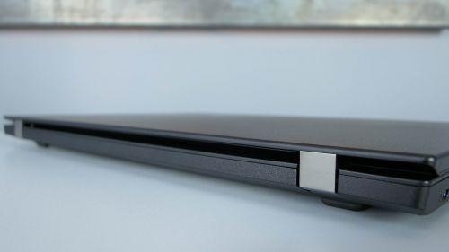Lenovo ThinkPad L580 - wzmocniony metalem zawias