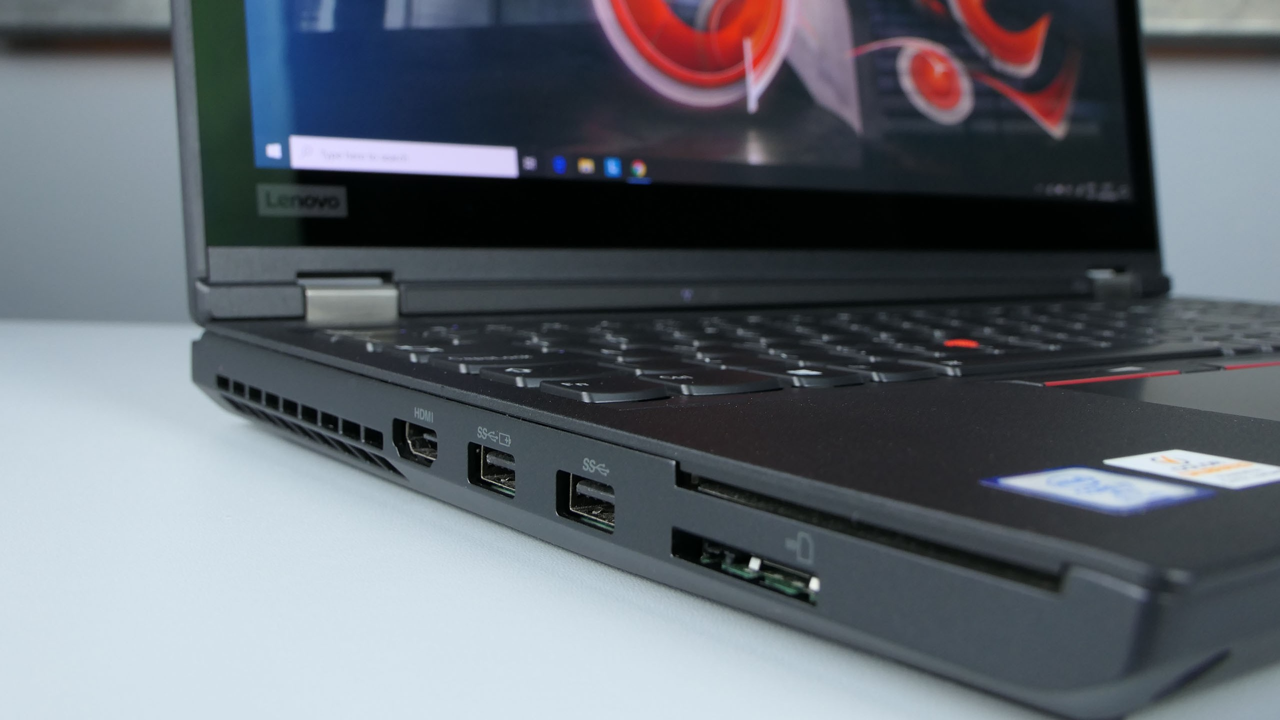 Lenovo ThinkPad P53 - porty naboku lewym