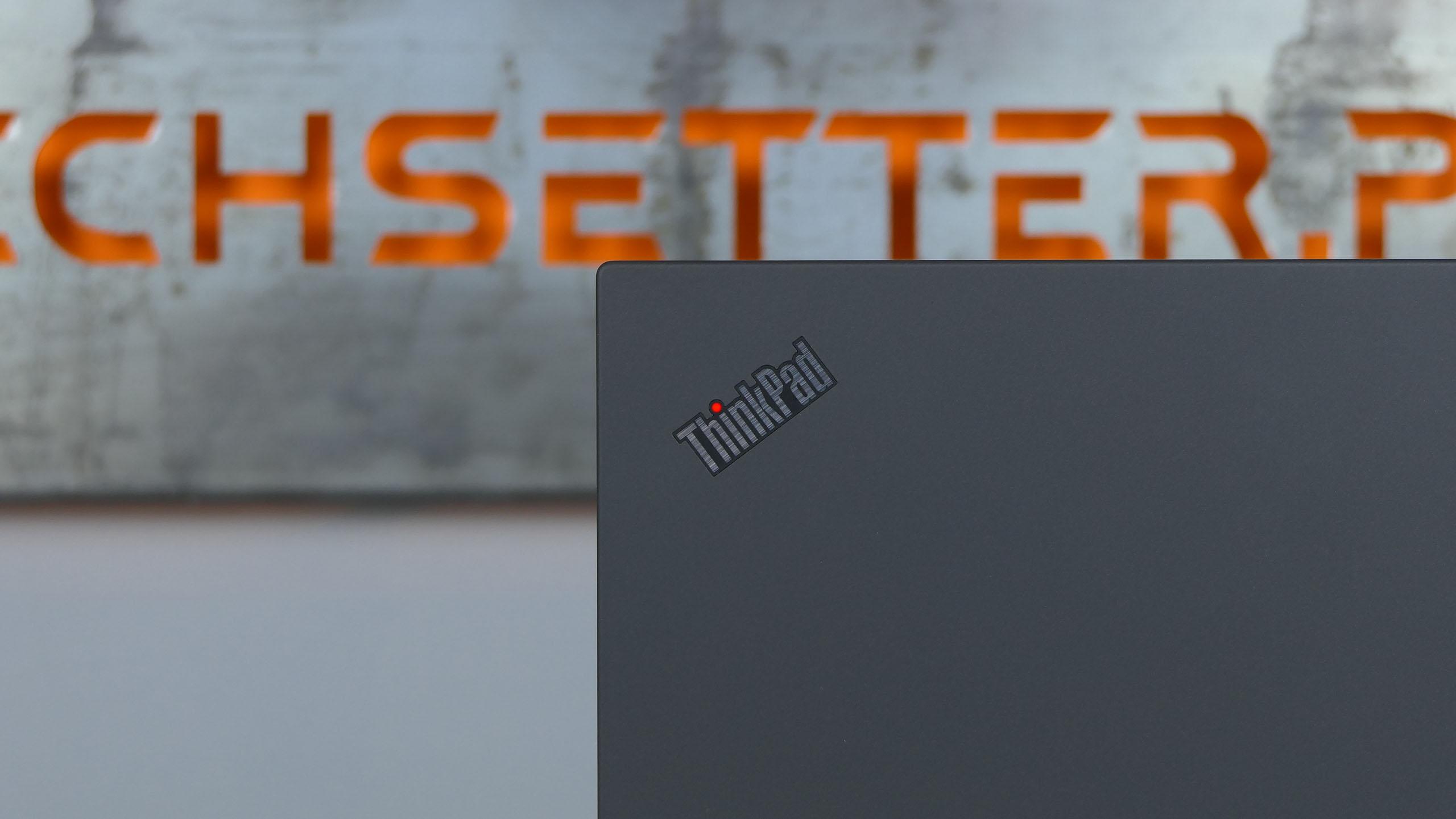 Lenovo ThinkPad P53s - tył pokrywy