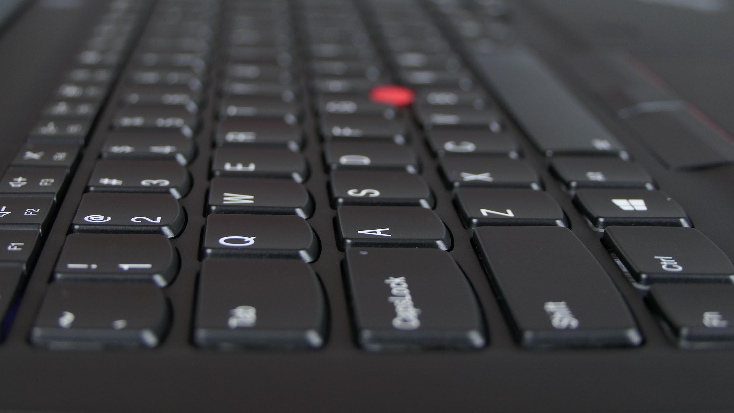 Lenovo ThinkPad T495s - wyspowa klawiatura