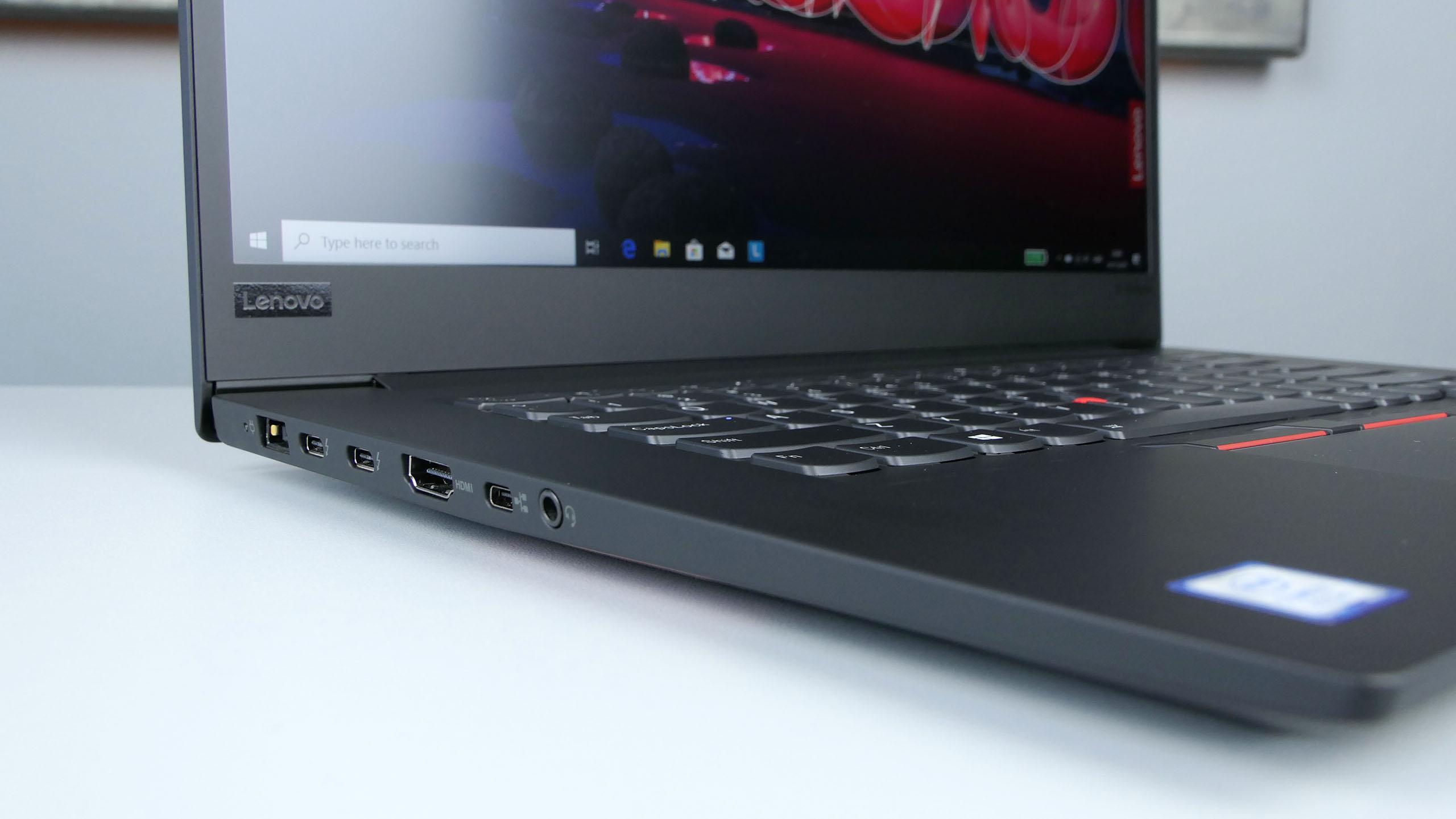 Lenovo ThinkPad X1 Extreme 2nd Gen - zasilanie, dwa Thunderbolty 3, HDMI, miniLAN orazzłącze audio nalewym boku