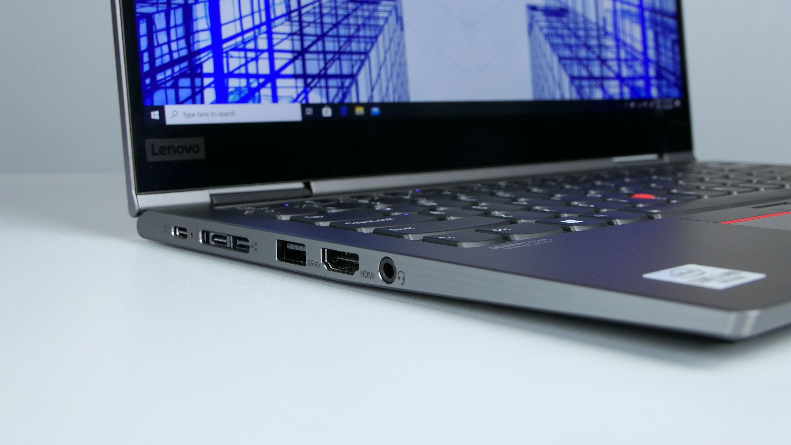 Lenovo ThinkPad X1 Yoga 5th gen - gniazda zlewej strony: Thunderbolt 3, złącze dokowania (Thunderbolt 3+mini-LAN, USB 3.0, HDMI, audio