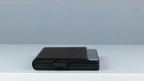 Lenovo ThinkPad X1 Fold Gen 1 - złożony zklawiaturą wśrodku