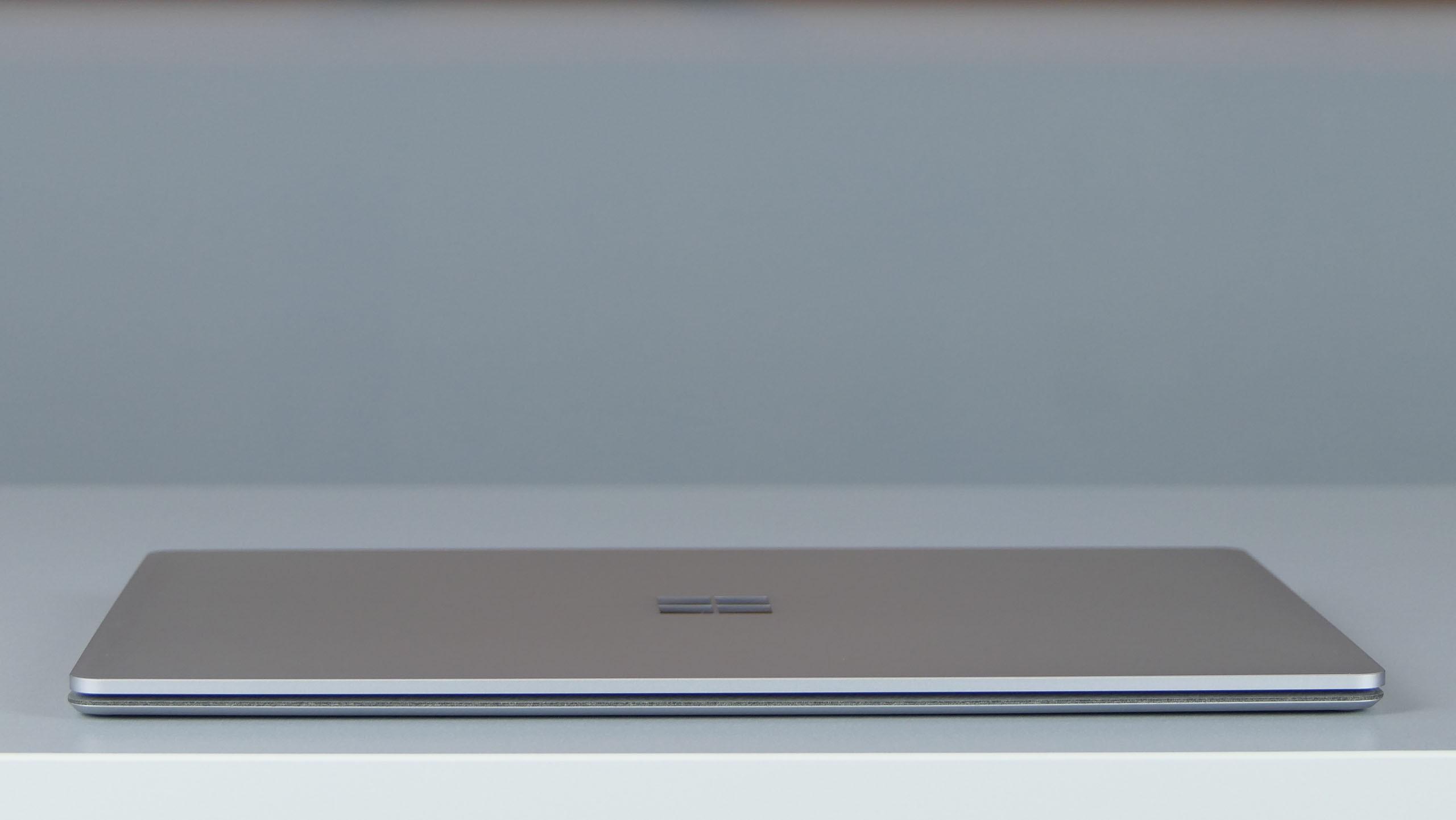 Microsoft Surface Laptop 2 - front ultrabooka