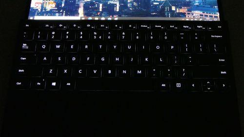 Microsoft Surface Pro X - podświetlenie klawiatury