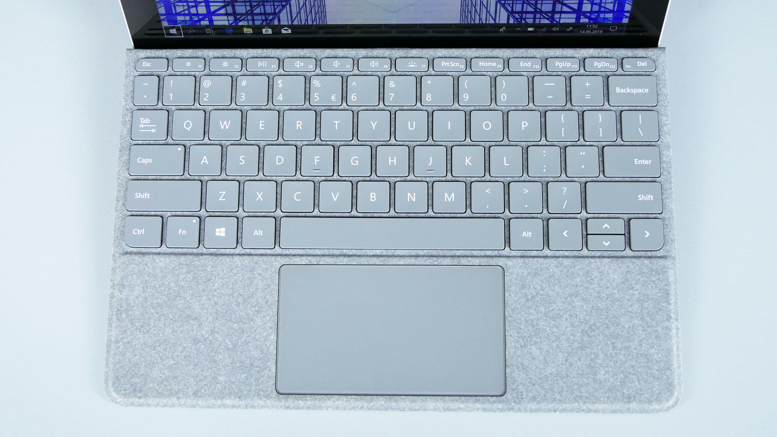 Microsoft Surface Go - pulpit roboczy popodłączeniu klawiatury