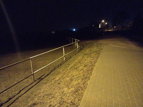 Zdjęcie - noc (beztrybu nocnego)