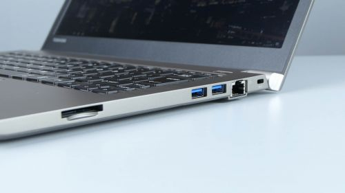 Toshiba Portege Z30-E - czytnik kart SD, dwa USB 3.0 oraz LAN