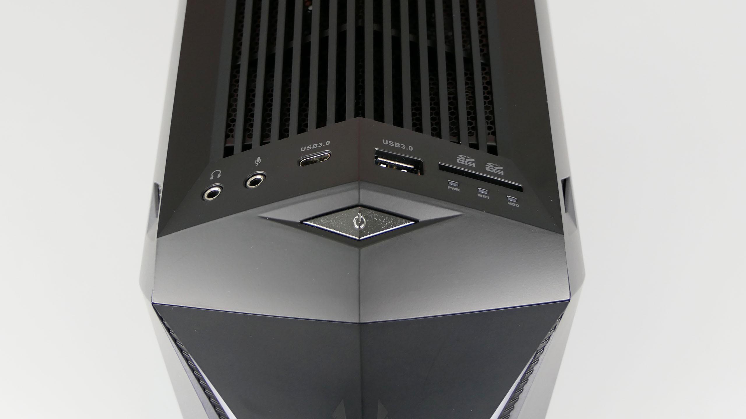 Zotac MEK Mini - porty nafroncie obudowy: audio out, audio in, USB 3.0 typu C, USB 3.0 czytnik kart pamięci